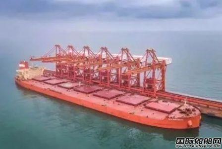 40万吨超大型矿砂船首次靠泊烟台港