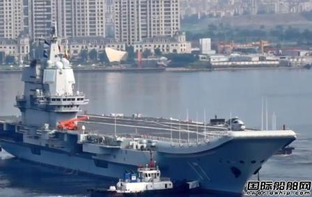 首艘国产航母山东舰离开船厂出海展开训练