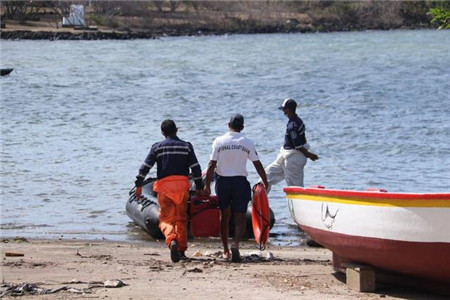 毛里求斯漏油船救援撞船造成3人死亡1人失踪