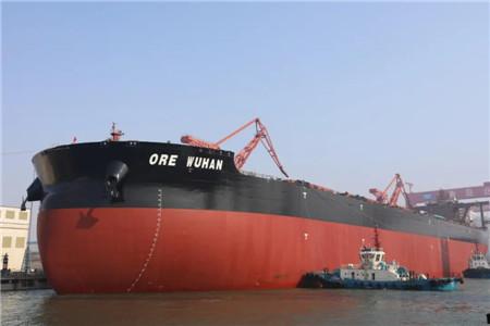 北船重工32.5万吨矿砂船5号船顺利出坞