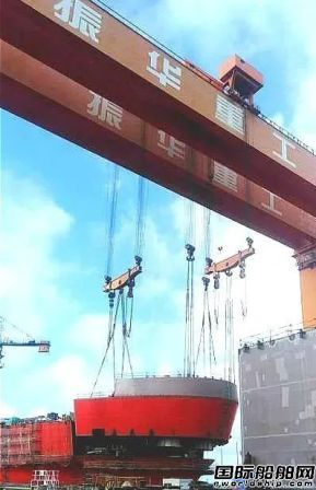 振华重工JSD6000深水铺管船完成总段吊装