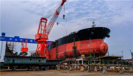 舟山中远海运重工11.3万吨阿芙拉油轮实现主船体成型