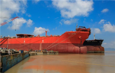 舟山中远海运重工15.2万吨穿梭油轮完成发电机负荷试验