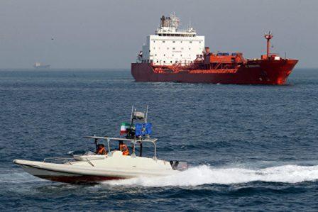 两艘运载美国扣押伊朗燃料油轮将抵达德州