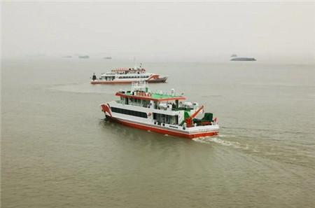 同方江新两艘游览观光船启航离厂