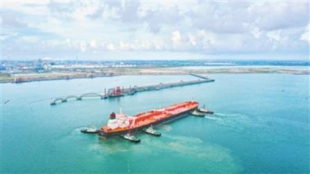 """创纪录!超大型油轮""""SAMAIL""""轮靠泊中科炼化码头"""