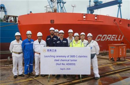 扬州金陵3600吨不锈钢化学品船首制船顺利出坞