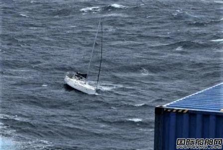 """4人获救!""""中远马来西亚""""轮在墨西哥湾海域营救遇险帆船"""
