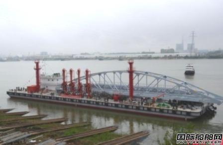 湘船重工建造最大化工趸船下水