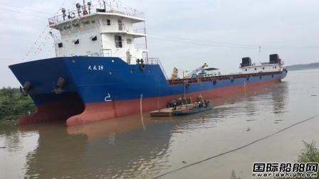 中国首艘双体集装箱船试航成功