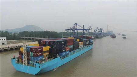 """""""汉海7号""""轮单航次箱运量和重箱率等指标再创新高"""