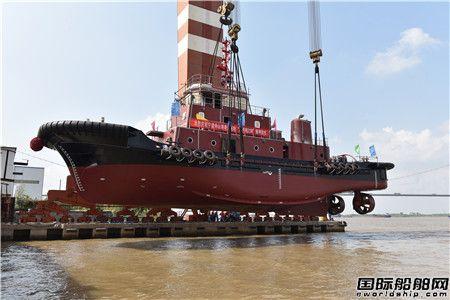 镇江船厂2艘消拖两用全回转船顺利吊装下水