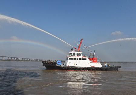 镇江船厂2646kW全回转消拖两用船顺利出厂