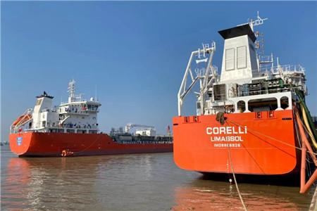 扬州金陵船厂7000吨不锈钢化学品船首制船试航凯旋