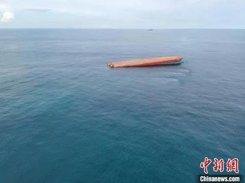 广东阳江一船翻沉16人遇险
