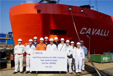 扬州金陵船厂3600吨不锈钢化学品2#船出坞