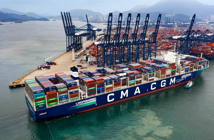 """全球首艘LNG动力集装箱船""""达飞雅克・萨德""""轮首航盐田港区"""