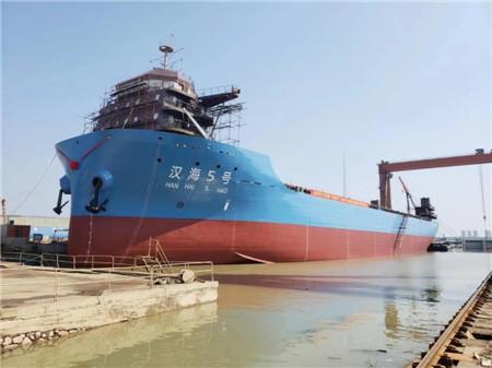 理工光大造船江海直达1140TEU集装箱船下水
