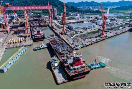 马尾造船两艘23500吨成品油船顺利出坞