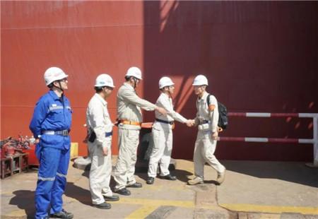 外高桥造船21万吨散货船H1517船试航凯旋