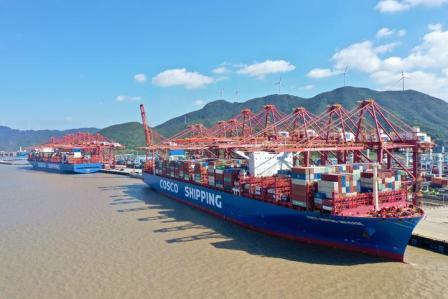 宁波舟山港迎来今年第200艘次2万箱船