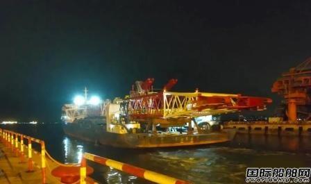海西重机交付烟台打捞局1200吨回转式重型起重机