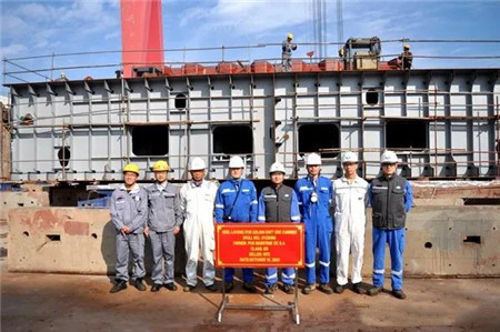 新时代造船一艘325000吨超大型矿砂船进坞合拢