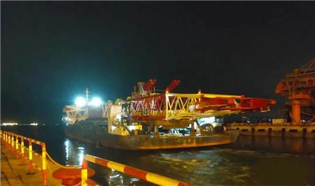 海西重机发运烟台打捞局1200吨回转式重型起重机