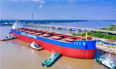 扬州中远海运重工又一艘21万吨散货船顺利下水