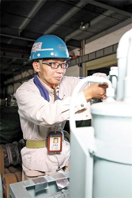 卜育才:酷爱钻研的轮机大师创多项造船领域纪录