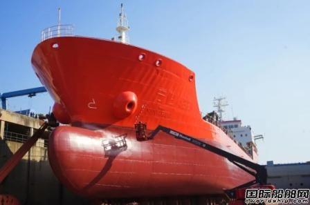 扬州金陵船厂首例修船项目顺利完工