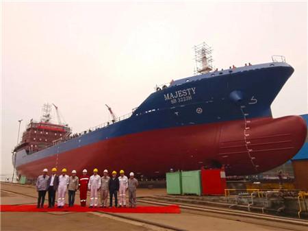 大洋海装一艘8500DWT加油船下水