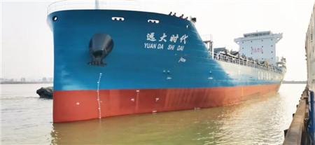 武船建造700TEU集装箱船2号船顺利抵达南通