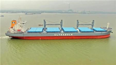 南洋船舶一艘40000吨散货船试航成功