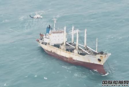 一艘货船闽江口附近海域进水倾斜23名船员被困