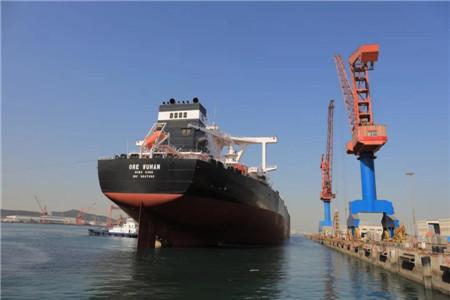 北船重工32.5万吨矿砂船5号船试航凯旋