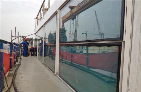 招商工业海门基地完成国内首次极地探险邮轮船用法式阳台门安装