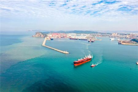 大连中远海运川崎交付一艘61000吨散货船完成今年交船目标