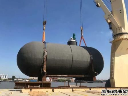 中远海运特运大虹霞轮首创重吊船舱盖滚轮滑移模式