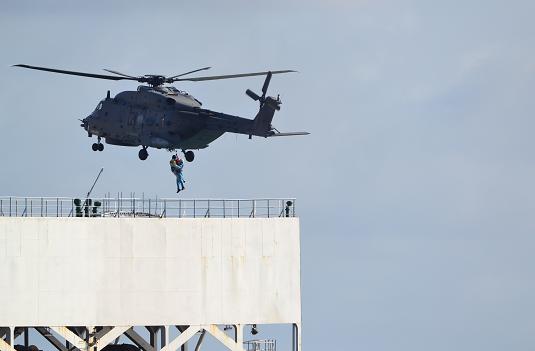 振华7号船遭海盗袭击:中国船员受枪伤