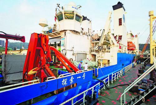 珠海港通江公司为两艘科考船提供燃油保障