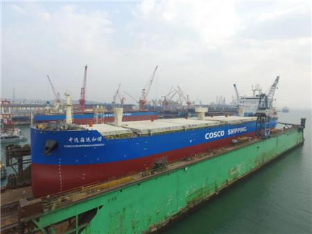 大连中远海运重工两艘62000吨多用途纸浆船完成关键节点
