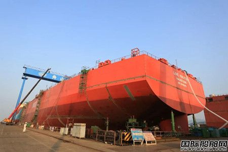 舟山中远海运重工一艘15.2万吨穿梭油轮完成艉成型重要节点