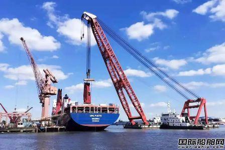 沪东中华一艘13000吨重吊船完成克令吊安装工作