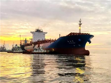 """上海中远海运重高效完成工""""新南沙""""轮修理获船东赞许"""