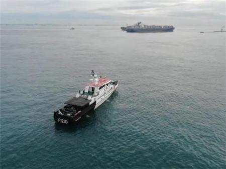 祸不单行...这艘船搁浅半年又与一船相撞