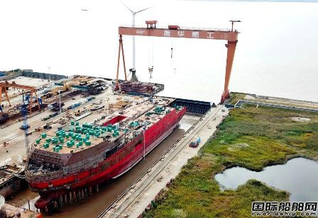 振华重工自主设计建造JSD6000深水起重铺管船艏艉合拢