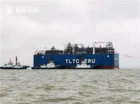 """康盛口轮为潜装大型海上浮式再气化单元""""TORMAN""""作业做准备"""