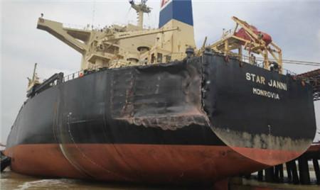 一艘超大型矿砂船撞了两艘好望角型散货船受损严重