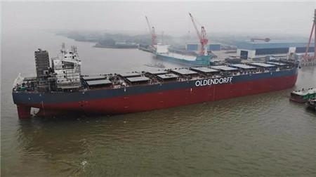 新韩通船舶重工一艘20.8万吨散货船出坞